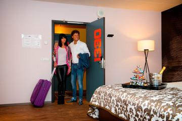 Stel_arriveert_in_Luxe_Suite_Preston_Palace_all-in_hotel
