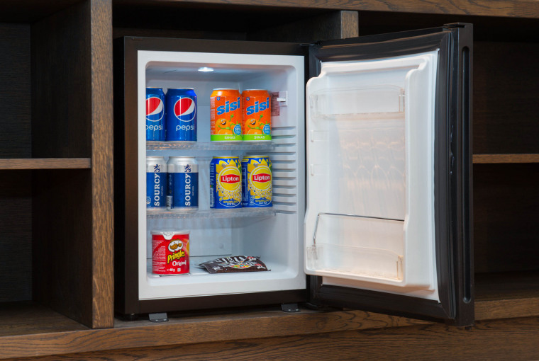 Goedgevulde_minibar_in_Luxe_Suite_Preston_Palace_all-in_hotel
