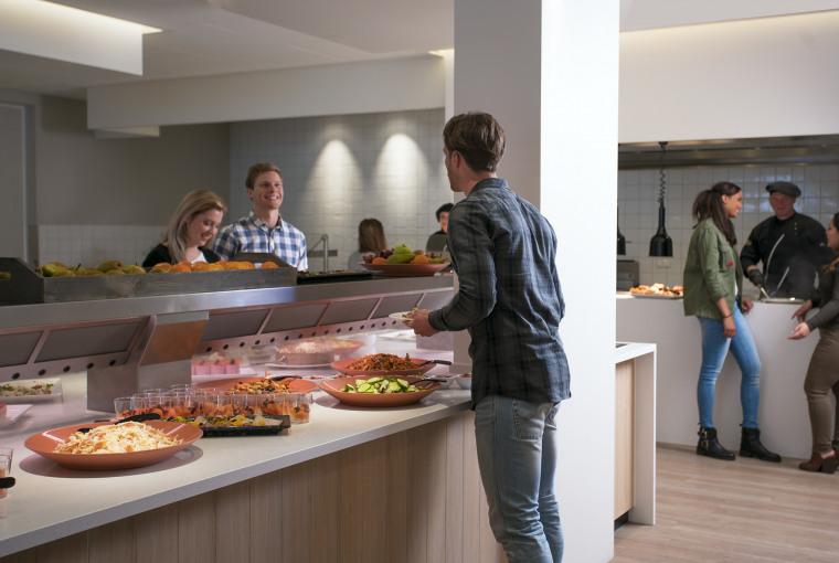 Jongeren-Preston-Palace-Hotelrestaurant