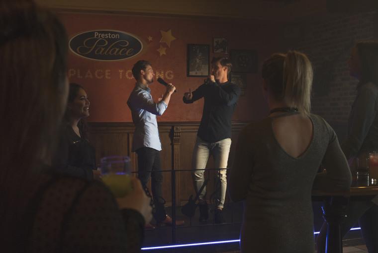 Jongeren-Preston-Palace-Karaoke