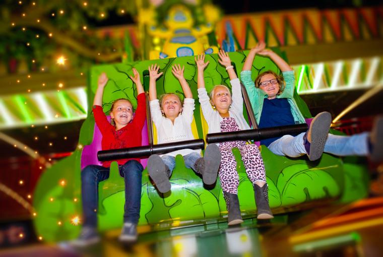 Kinderen_in_attracties_Jumping_Star_Indoor-Kermis_Preston_Palace