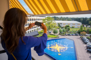 WEB-Balkon-Hotelkamer-3e-etage-uitzicht-Agnes