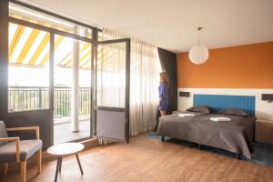 WEB-Balkon-Hotelkamer-4e-etage-bed-agnes-3