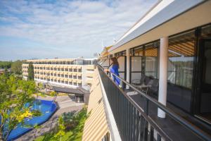 WEB-Balkon-Hotelkamer-4e-etage-uitzicht-Agnes-2